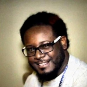 T-Pain cuts hair