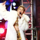 miley-cyrus-2-dick-clark-rocking-nye-2014-650-430