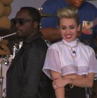 will-i-am-miley-cyrus-fall-down-x-we-cant-stop-live-on-jimmy-fallon