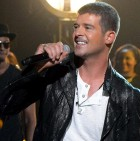 robin-thicke-1-2014-billboard-music-awards-performance-650